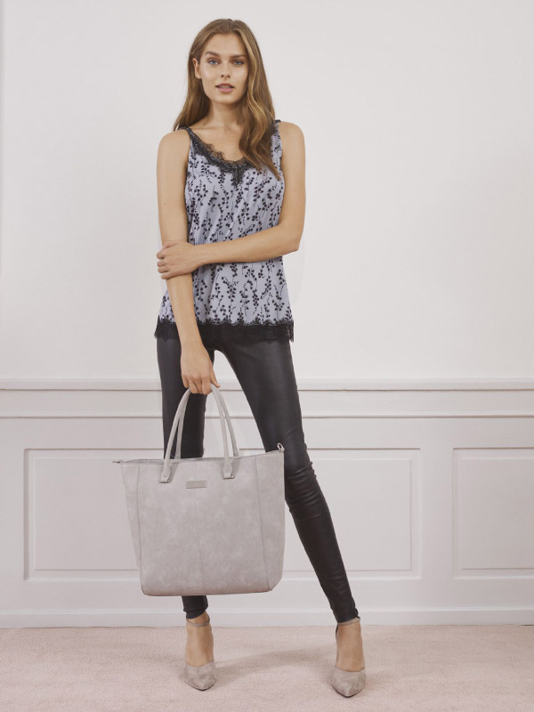 The luxurious leather trousers elevate any look and never run out of fashion