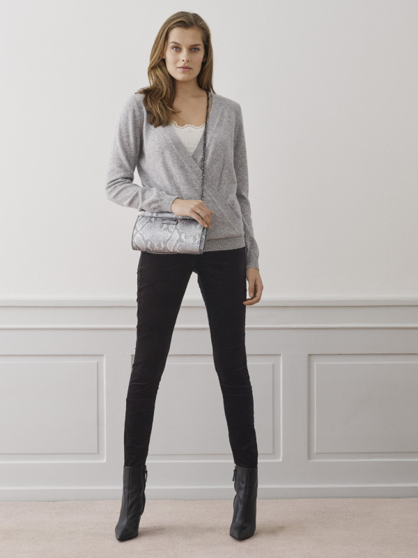 Our much comfortable and chic stretch velvet trousers are a must-have in any wardrobe