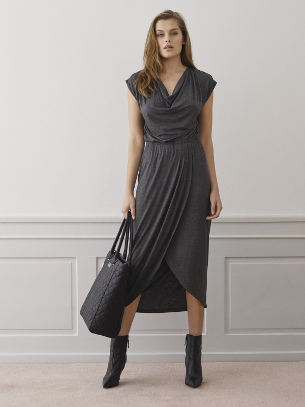 Soft and comfortable dress with shimmering dust print instantly offer an elegant look for a luxury feeling - every day