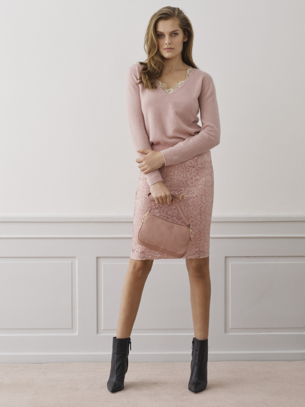 Our cashmere and wool styles are both chic and timeless perfect for the winter season