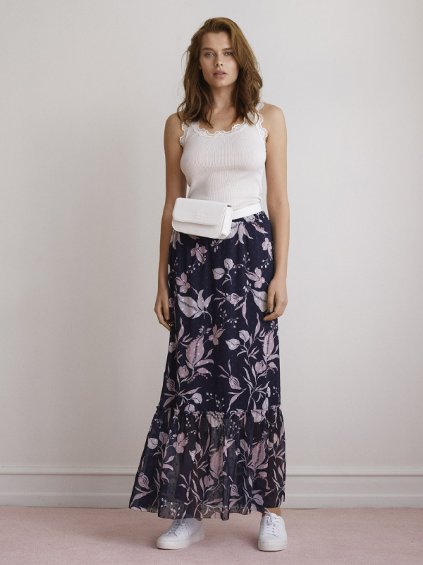 GET COMFORTABLE WITH THE ICON SILK TOP AND LONG FLOWER SHIRT FOR AN INSTANT SUMMER LOOK