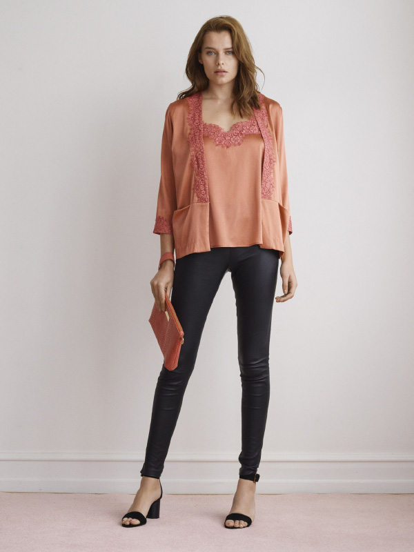 THE NEW LUXURIOUS SILK STYLES COMBINED WITH HAND-DRAWN LACE DETAILS EMPHASIZES AN ELEGANT AND CHIC OUTFIT