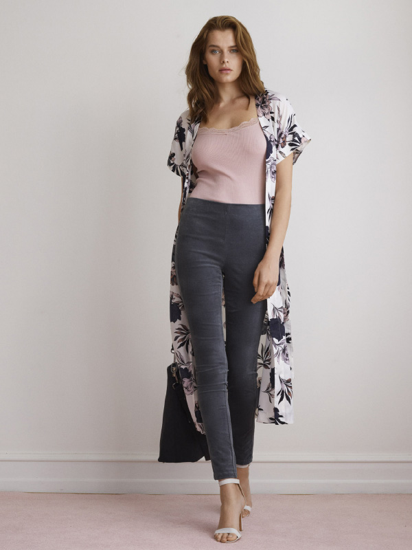 ALL YOU NEED IS THIS KIMONO TO CREATE A COOL AND CASUAL LOOK