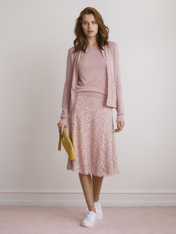 MAKE A HEAD-TO-TOE STATEMENT WITH OUR SOFT ROSE OUTFIT IN KNIT AND LACE