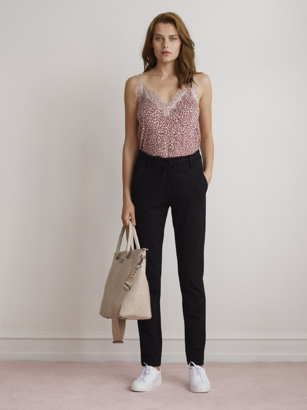 ELEGANT SOFT SUITING TROUSERS STYLED WITH OUR MUST-HAVE ESEENTIALS